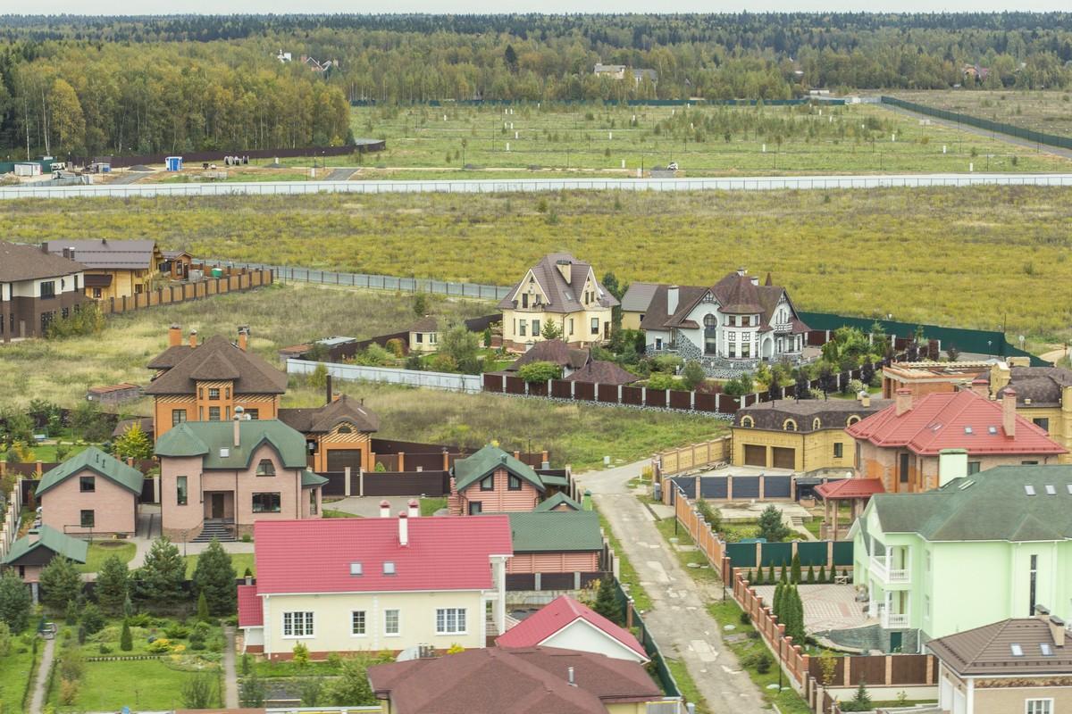 Коттеджный посёлок  «Зеленые холмы» по адресу Московская обл, Наро-Фоминский р-н, Першино д в 49.6км от МКАД предложения по цене от 2 300 000 руб.