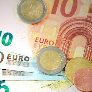 Средняя ипотечная ставка в РФ в июле снизилась до 10,94%